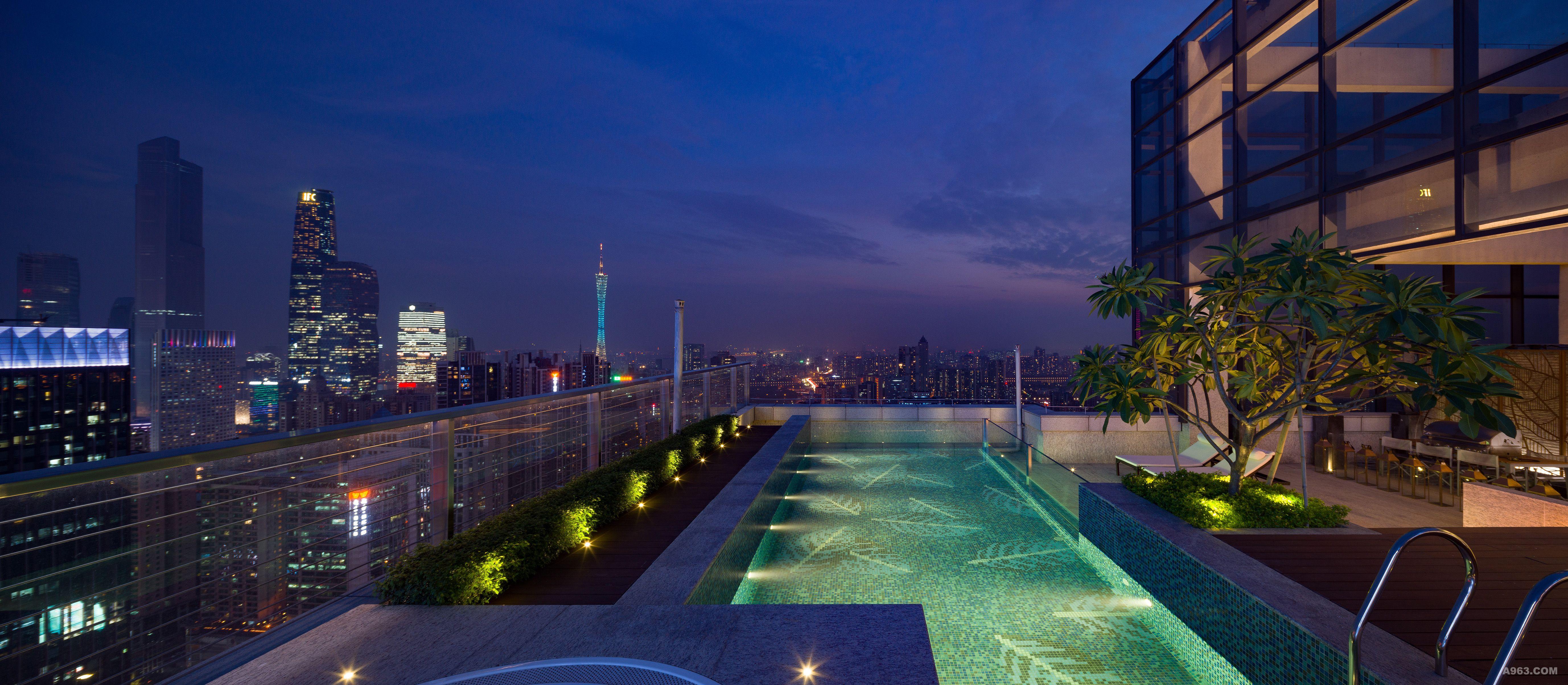 空中泳池_天台半开放空中花园和户外游泳池享受无边视野